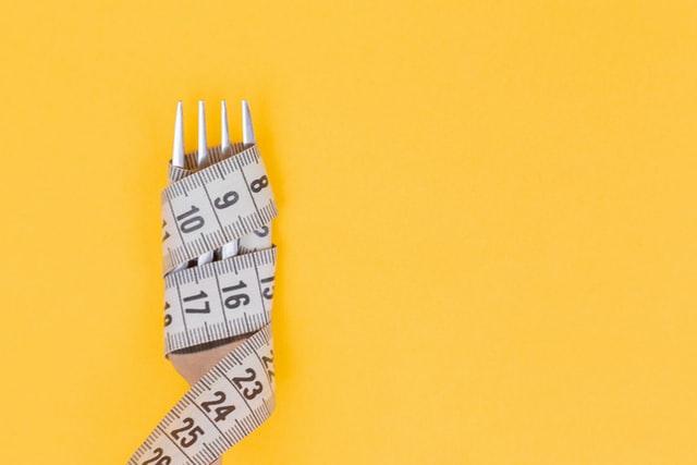 dieta na redukcję, jak schudnąć, dieta 100 kcal, dieta śródziemnomorska, dieta ketogeniczna, iifym, dieta if, weganizm, wegetarianizm