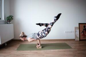 domowa siłownia, jak urządzić siłownię w domu, siłownia w domu, trening w domu, jak trenować w domu, sprzęt do trenowania w domu
