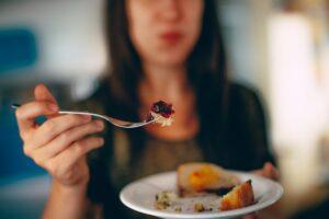 zaburzenia odżywiania, zdrowa dieta, liczenia kalorii, odchudzanie, jak schudnąć, dieta redukcyjna, redukcja