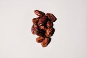 suszone owoce, czy suszone owoce są zdrowe, suszone owoce na diecie, suszone śliwki, suszone morele, daktyle, rodzynki