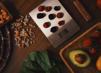 liczenie kalorii, czy liczyć kalorie na diecie, jak liczyć kalorie, czy warzywa wliczać w bilans, aplikacje do liczenia kalorii